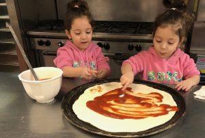 Preschoolers making pizza